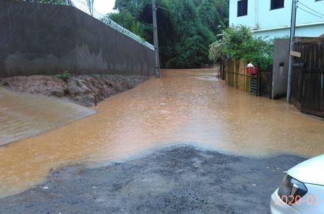 Chuva alagou ruas da cidade na última semana