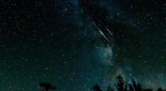 O pico da chuva de meteoros ocorrerá entre 2h e 4h da manhã