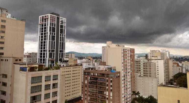 Céu permanece nublado, mas sem previsão de chuva