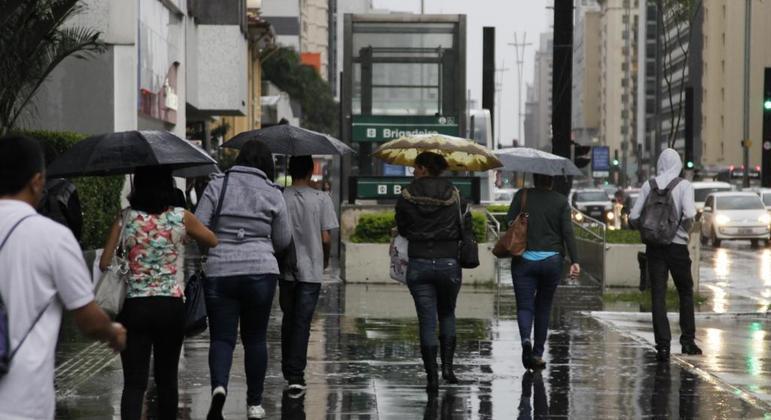 Meteorologistas indicam que tempo muda no final da tarde com pancadas de chuva