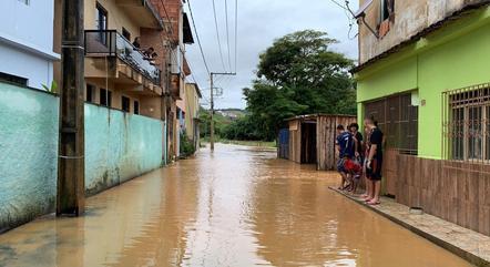 Várias ruas foram tomadas pela água