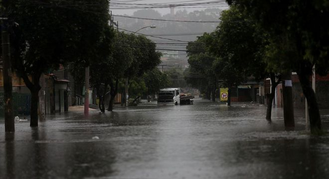 Temporal deixa dois mortos no Rio de Janeiro