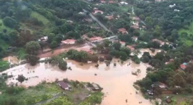 Chuvas provocaram estragos em Santa Luzia (MG) no fim do ano passado