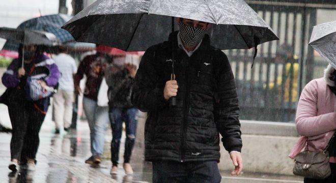 Paulistanos devem esperar por feriado frio e chuvoso