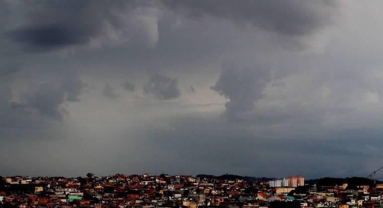 Chuva se forma no Capão Redondo, zona sul da cidade