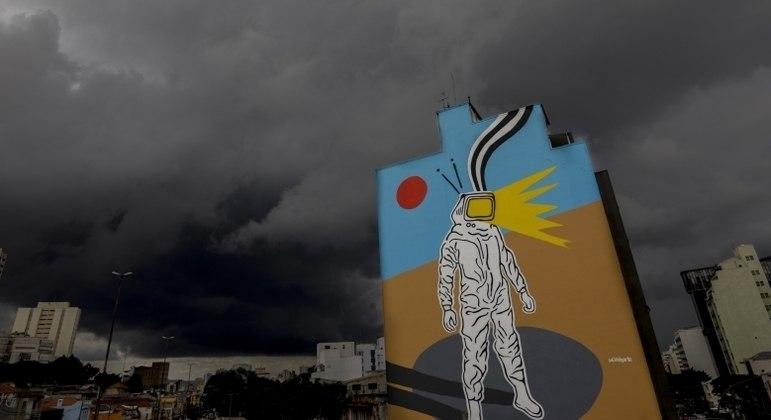 Máxima não ultrapassa os 24°C em São Paulo, enquanto mínima deve ser de 20°C