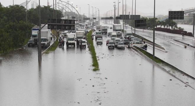 Marginal Tietê alagada nesta segunda-feira (10)