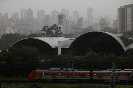 Chuva forte atinge São Paulo nesta terça-feira de carnaval