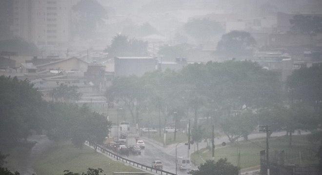 Chuvas que ocorreram nesta terça-feira (17) devem se repetir ao longo da semana