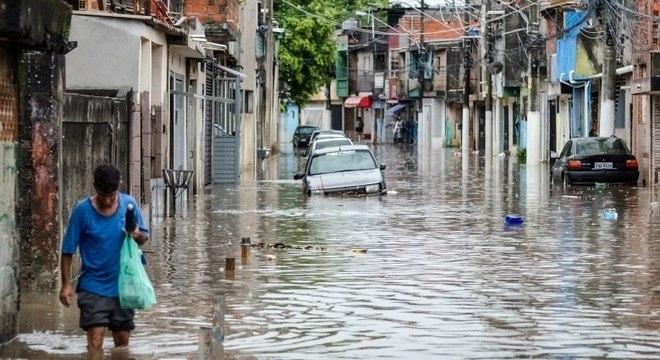 Região do Jardim Helena continua alagada mesmo após o término das chuvas