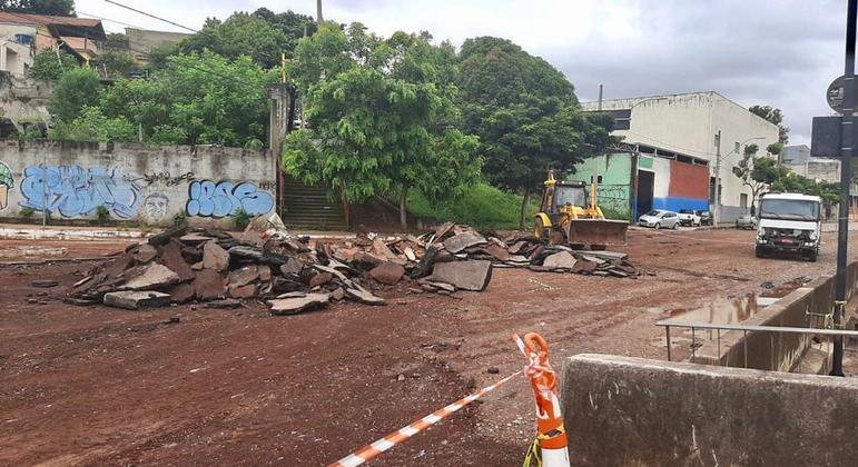 Trecho de mais de 1 km voltou a ser destruído na avenida Tereza Cristina após chuvas em BH