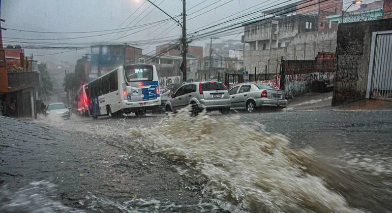 Chuva atinge Vila Nova Cachoeirinha, na zona norte de São Paulo