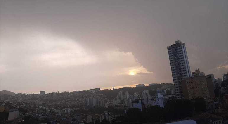 Belo Horizonte registra chuvas fortes em três regiões