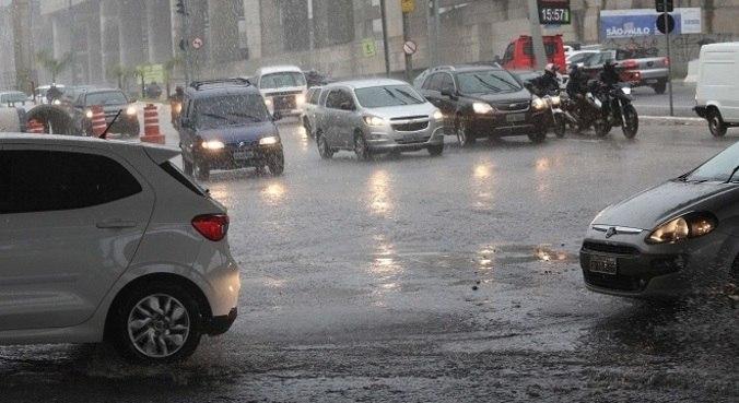 Chuvas devem se estender até o início da noite desta segunda (8)