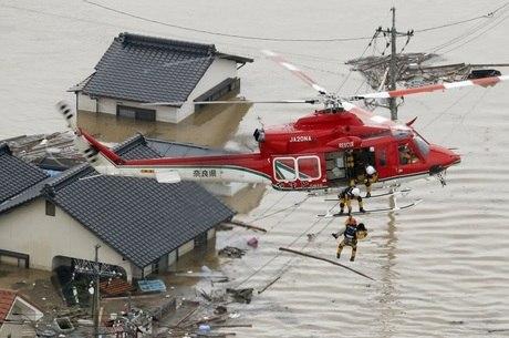 Pessoas tiveram de ser evacuadas de suas casas