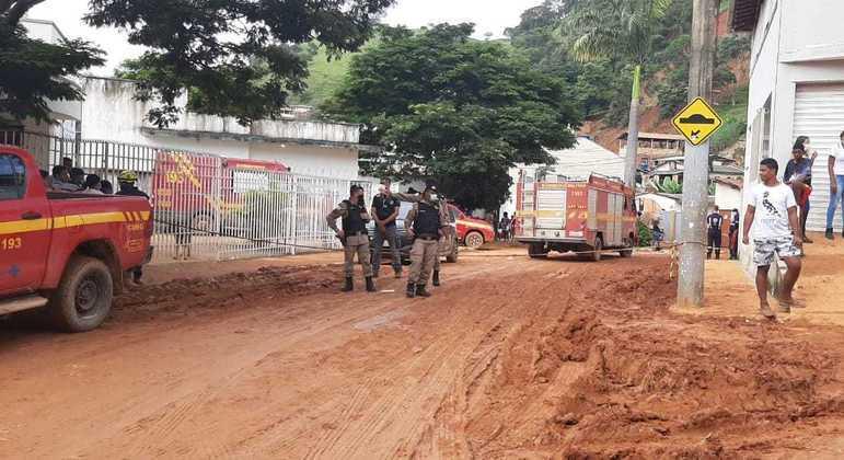 A cidade de Santa Maria de Itabira está coberta de lama, depois que a água baixou