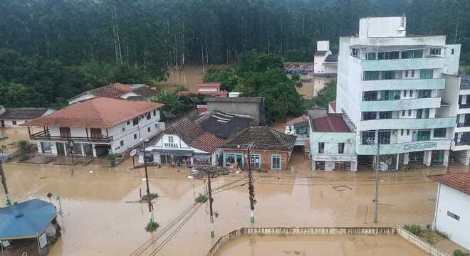 Chuvas fortes causam estragos em Santa Catarina
