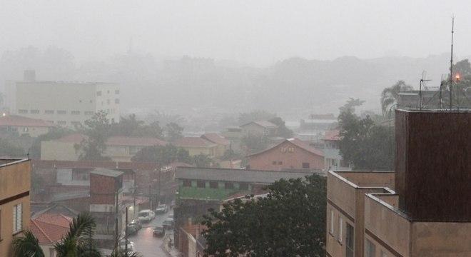 Ventos forte atingem região do Pico do Jaraguá, na zona norte, nesta sexta (18)