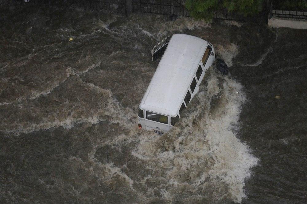 Chuva em São Paulo deixa capital com alagamento e vias interditadas