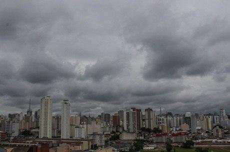 Diminui poluição e raios em São Paulo