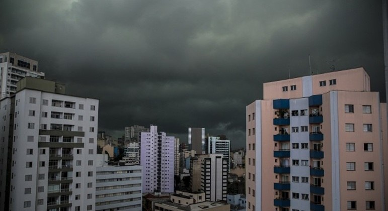 CGE faz alerta de chuvas fortes nesta terça-feira (9)