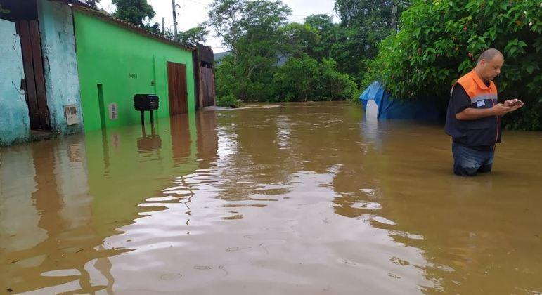 Temporal em Ubatuba prejudicou o abastecimento de água e deixou desabrigados
