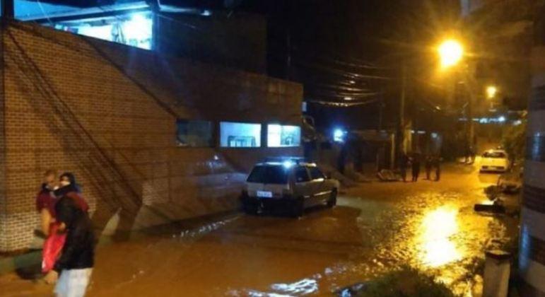 Doze bairros foram atingidos fortemente pelas chuvas e têm famílias desalojadas