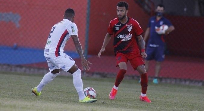 Cianorte bate o Athletico por 1 a 0, neste sábado (27), na abertura do Paranaense