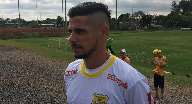 São Paulo organiza entrevista para Cicinho anunciar futuro no futebol