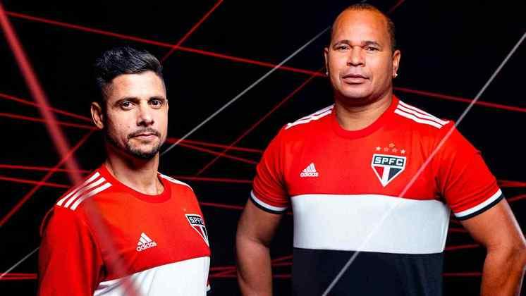 Cicinho e Aloísio mostram o novo uniforme do Tricolor
