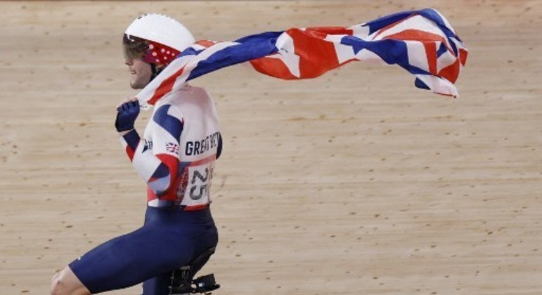 Matthew Walls comemora o ouro com bandeira britânica