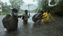 Ciclone Tauktae atinge costa da Índia e deixa morte e destruição