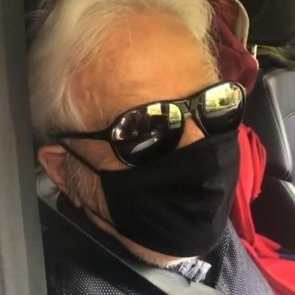 Cid Moreira, de 93 anos, recebeu a primeira dose da vacina contra a covid-19 no dia 12 de fevereiro, emPetrópolis, na Região Serrana do Rio de Janeiro. O apresentador usou as redes sociais para compartilhar um vídeo do momento em que recebe o imunizante.