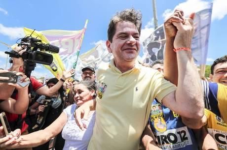 Cid Gomes discutiu com militantes em ato pró-PT