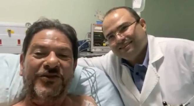 Cid Gomes foi baleado duas vezes após tentar invadir batalhão com retroescavadeira