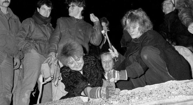 O Muro de Berlim foi derrubado em 9 de novembro de 1989