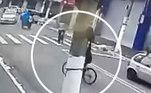 Os bandidos fogem de bicicleta.Após serem reconhecidos por testemunhas, Ivanildo Moreira e Bruno Pessa, foram detidos no dia 6 de janeiro