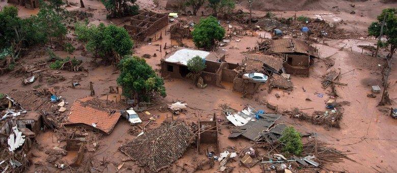 Distrito de Bento Rodrigues foi arrasado após rompimento da barragem
