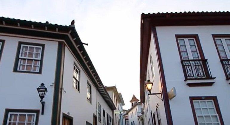 Cidade: Diamantina - Estado: Minas Gerais - Destaques: Teatro Santa Isabel, a Capela Nossa Senhora da Luz e a antiga estação ferroviária.