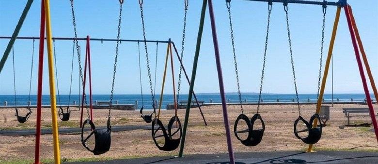 Brinquedos infantis em Sea Point, na Cidade do Cabo, vazios durante o lockdown
