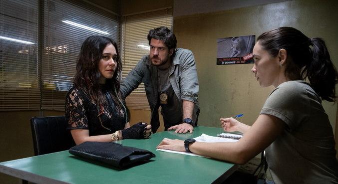 Cena de 'Cidade Invisível' com Alessandra Negrini, Marco Pigossi e Áurea Maranhão