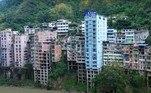 Para permitir que a cidade continuasse a crescer, o governo chinês construiu uma espécie de continuação deYanjin, a cerca de 5 km de lá
