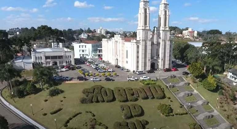 Cidade: São Bento do Sul - Estado: Santa Catarina - Destaques: mistura de culturas europeias e tradução histórica