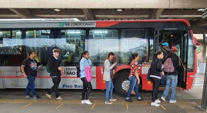 Decisão judicial beneficia passageiros com idades entre 60 e 65 anos