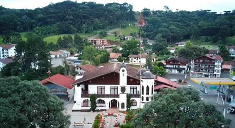 Cidade: Treze Tílias - Estado: Santa Catarina - Destaques: arquitetura e gastronomia da cultura austríaca