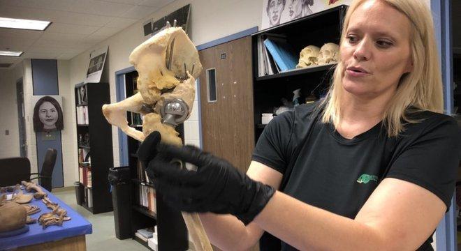 Erin Kimmerle estuda corpos do momento da morte até restarem apenas os ossos