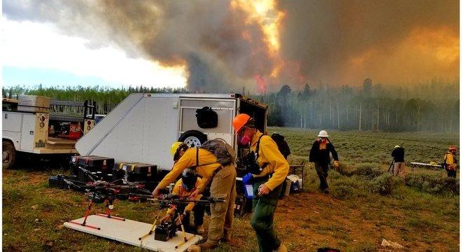 Os pesquisadores usaram drones para coletar amostras de fumaça de incêndios