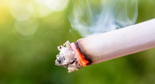 Estudo de universidade inglesa sobre fumo foi feito com mais de 220 mil pessoas