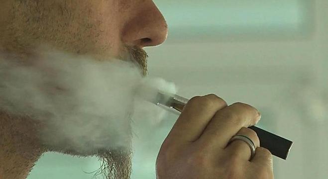 Três casos de doença associada ao cigarro eletrônico foram confirmados no Brasil