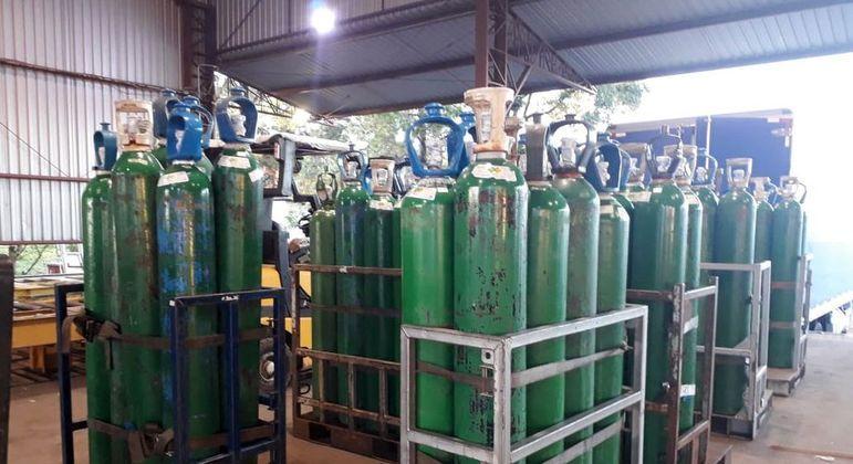 Cilindros de oxigênio enviados a Manaus